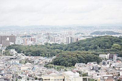 壮大なパノラマの中、堺の今昔を一望する  -堺市役所高層館21階展望ロビー-