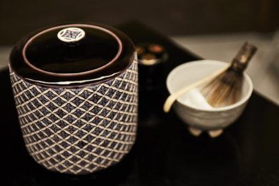 本格お点前を気軽に味わう、茶の湯体験  -さかい利晶の杜 立礼呈茶-
